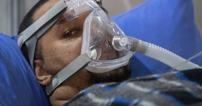 El virus del SARS-CoV-2 se transmite principalmente por el aire, dicen expertos en The Lancet