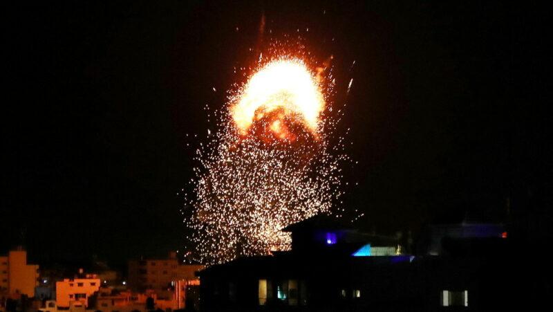 """Videos: Israel realiza nuevos ataques contra Gaza. Los bombardeos, """"el tiempo que sea necesario"""", dice jefe militar"""