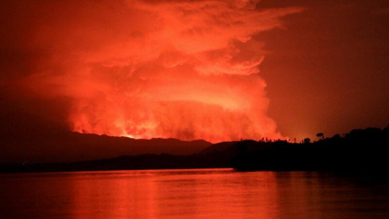 Videos: 15 muertos, saqueos y miles huyeron tras la erupción del volcán Nyiragongo,