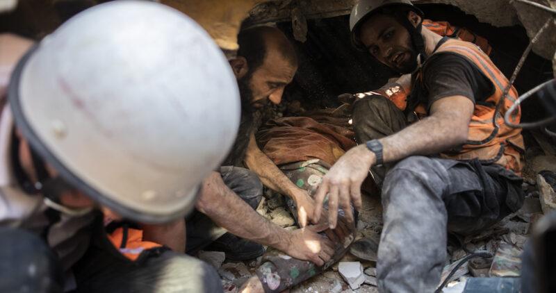 """Video: Otro ataque israelí en Gaza: 26 muertos. """"En nombre de Dios, calma"""", pide el Papa"""