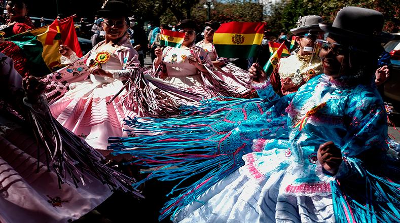 Con matracas y cascabeles celebran tradición cultural en Bolivia
