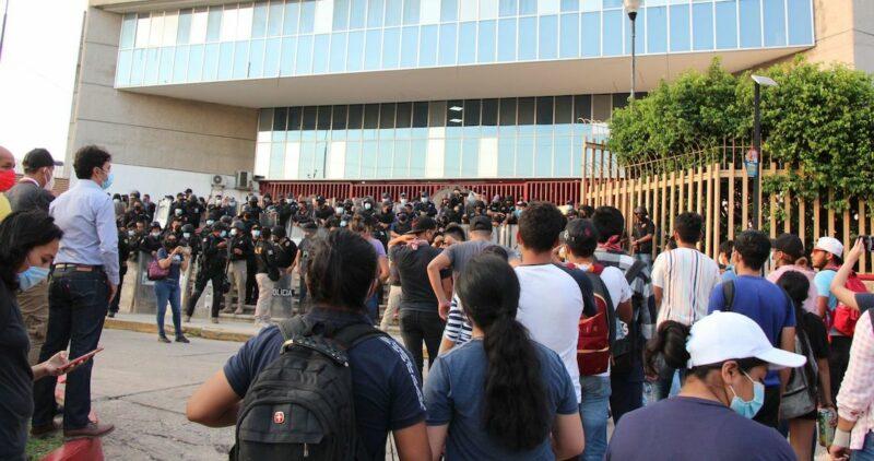 Juez niega libertad a los 19 estudiantes presos en el estado de Chiapas