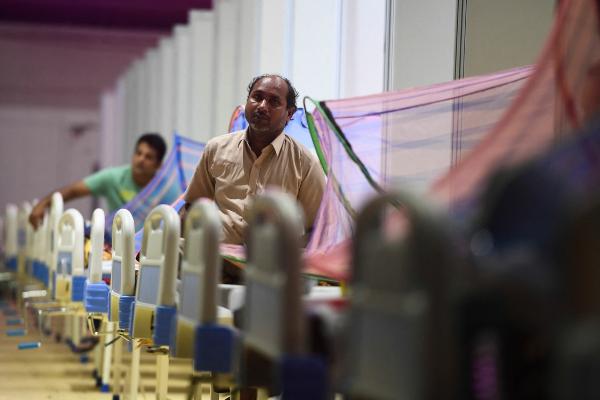 Nuevo récord de decesos diarios en India: 3 mil 689