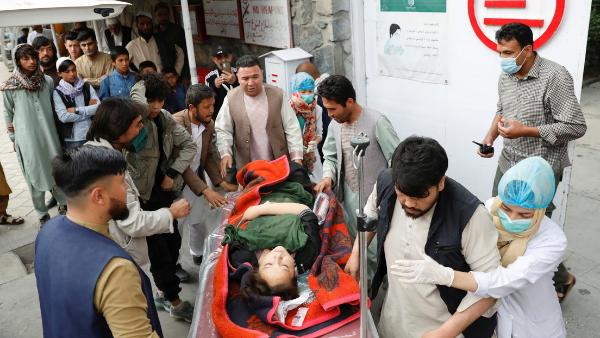 Al menos 40 muertos tras múltiples explosiones con una escuela para niñas como objetivo en Kabul