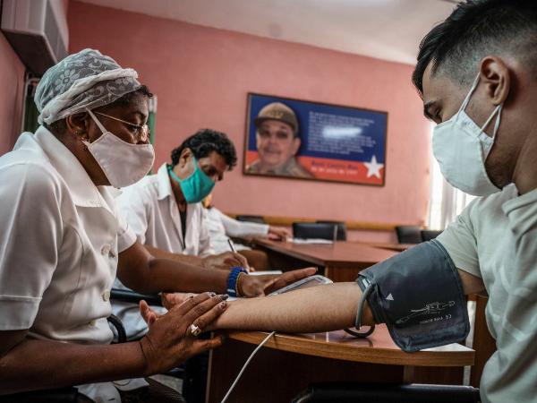 Con dos vacunas propias contra COVID-19, Cuba empezará a inmunizar a su población en breve
