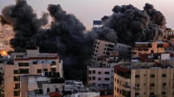 """Video: : Casi 60 muertos en la Franja de Gaza; se teme """"guerra a gran escala"""""""