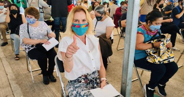 López-Gatell, estratega anti COVID de México, ya se vacunó, lo mismo que Beatriz Gutiérrez Müller, esposa de AMLO