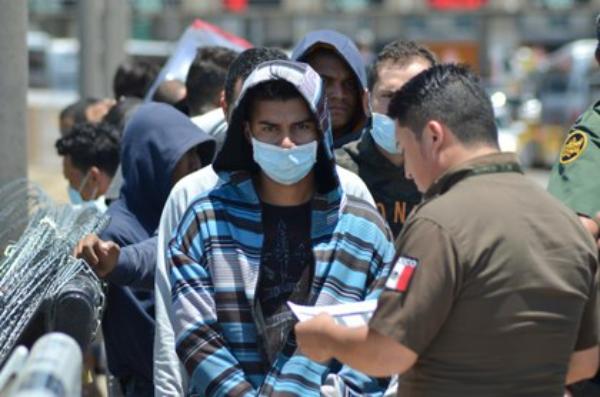 México inaugura puente aéreo para devolver a centroamericanos