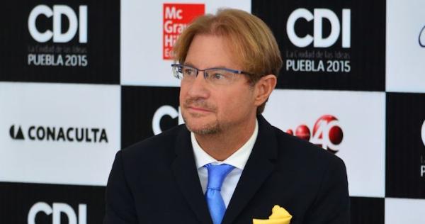Un Juez ordena detener al diplomático y escritor Andrés Roemer por presunta violación de una víctima en dos ocasiones