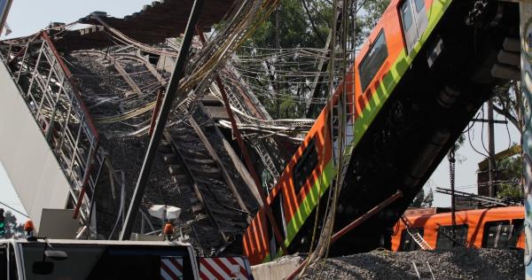Video: Chispazos de cables de alta tensión al iniciarse el colapso del metro, capta imagen de una cámara de seguridad. Se han confirmado 25 muertos y 79 heridos
