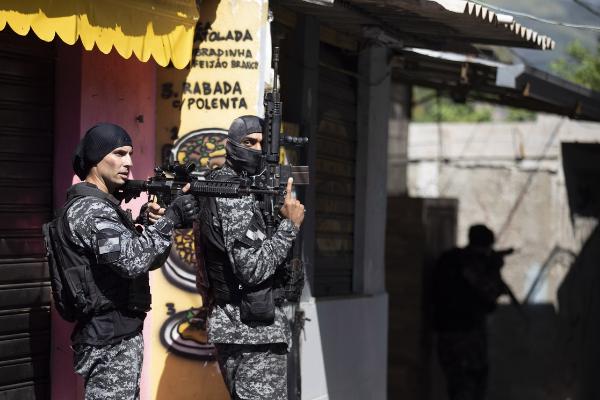 Video: Al menos 25 muertos en tiroteo en favela de Río de Janeiro durante un operativo policiaco