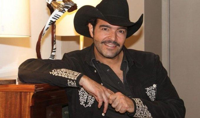 Gobierno mexicano tomará acciones contra el cantante Pablo Montero por alterar el Himno Nacional