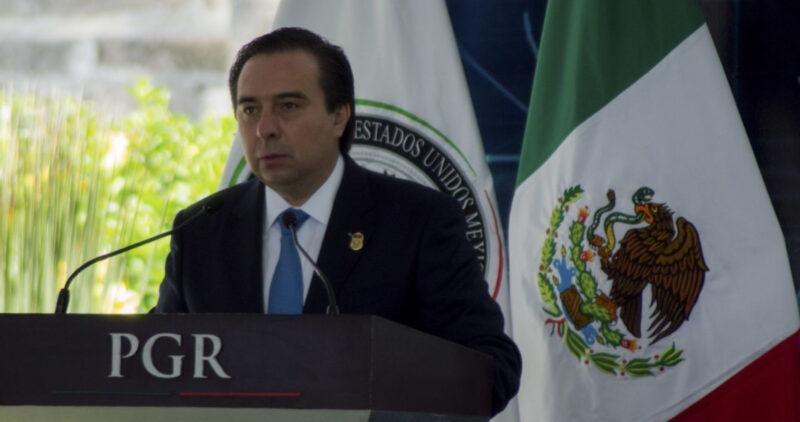 Una jueza suspende orden de aprehensión de Tomás Zerón, ex titular de la Agencia de Investigación Criminal, acusado de ocultar pruebas y de torturas en el caso de los 43