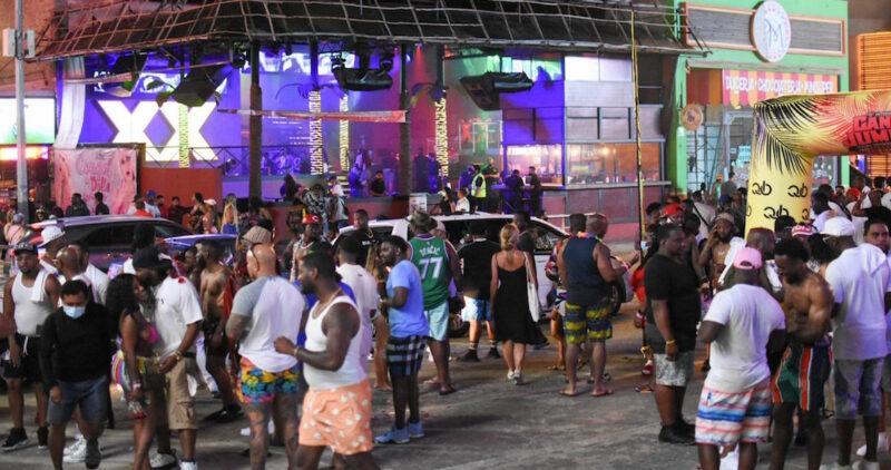 FOTOS: Antros y bares de Cancún llenos con la alerta encendida