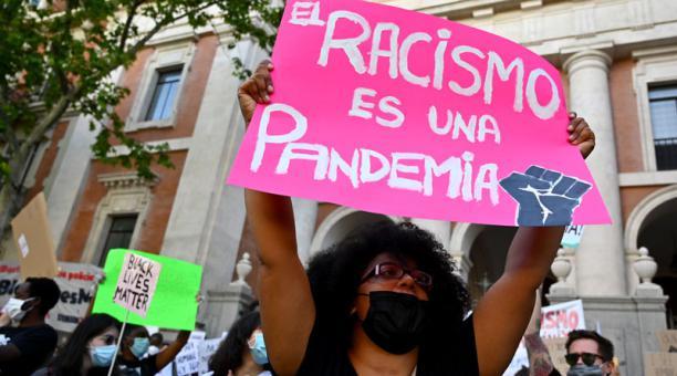 Republicanos tratan de bloquear los planes de estudio que enfatizan el racismo sistémico, asegura The New York Times.