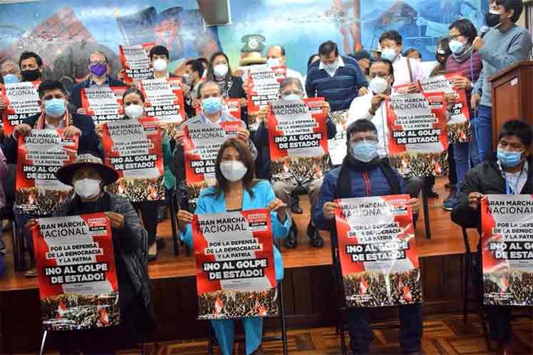 Convocan a movilización nacional para defender el triunfo del maestro Castillo en Perú