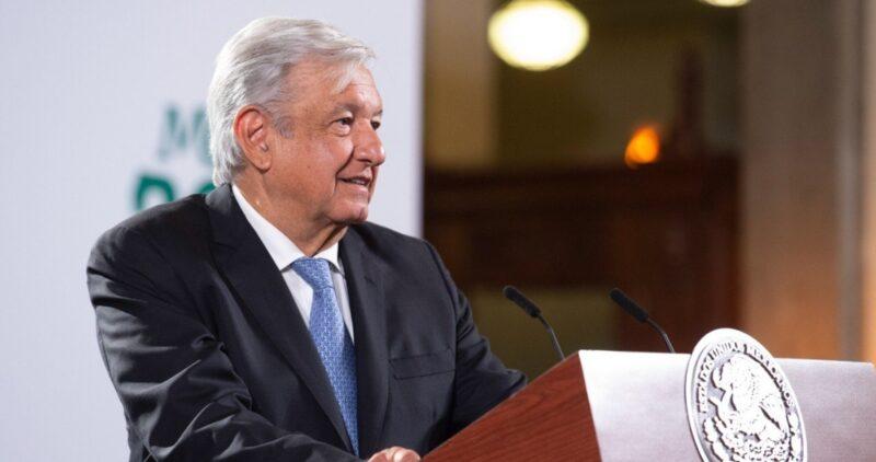 AMLO: Clase media mal informada alentó nazismo y golpe de Chile