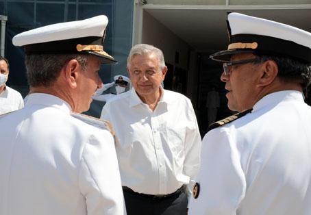 """Se concreta que la Armada tenga el control de puertos y la Marina Mercante. Esto """"no significa militarización"""", afirma el almirante Ojeda"""