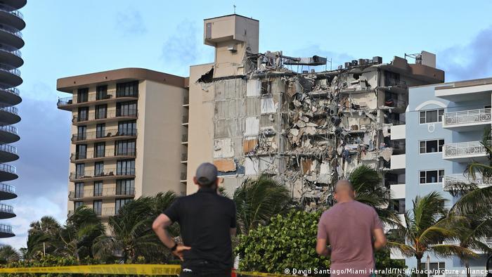Video: Hay al menos 160 desaparecidos tras el derrumbe del edificio en Miami