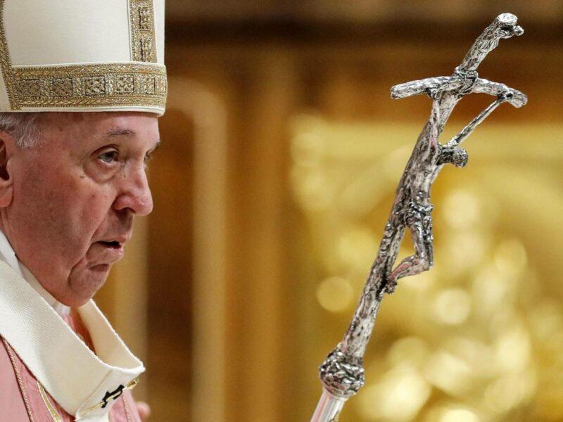 Sanción penal a clérigo que cometa delitos sexuales a adultos, según nueva norma del Vaticano impulsada por el Papa