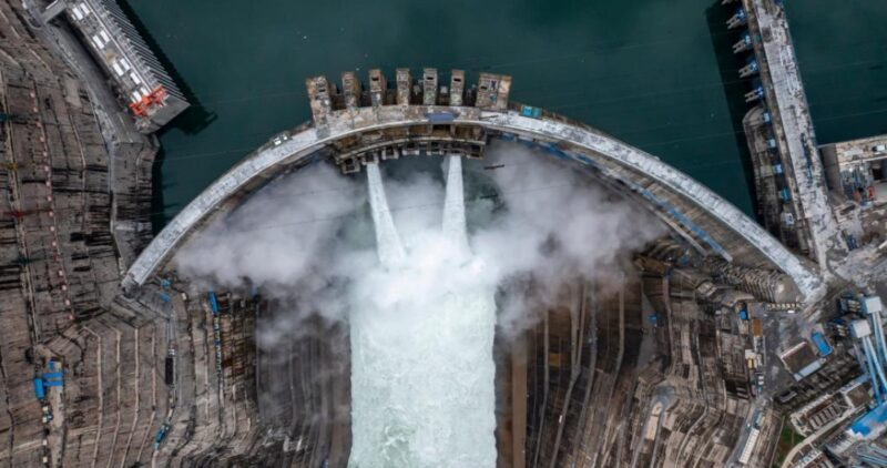 La hidroeléctrica más grande del mundo empieza a rugir al suroeste de China