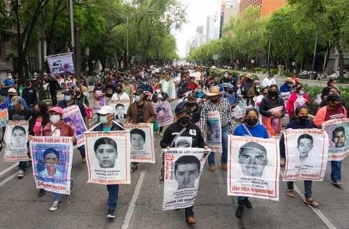 Alumnos de normales rurales de México crean una coordinación nacional para luhar por condiciones dignas para instruirse