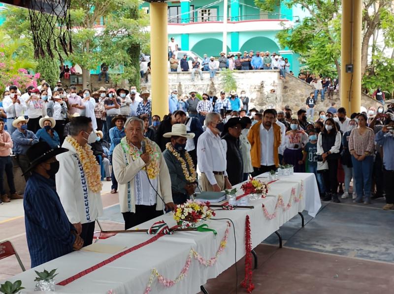 AMLO media para iniciar la pacificación entre dos pueblos de Oaxaca que tienen 60 años en disputa agroterritorial con más de 100 víctimas y un desaparecido