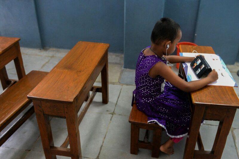 """Alertan de""""catástrofe generacional"""" por cierre de escuelas en 19 países, 156 millones de niños, afectados"""