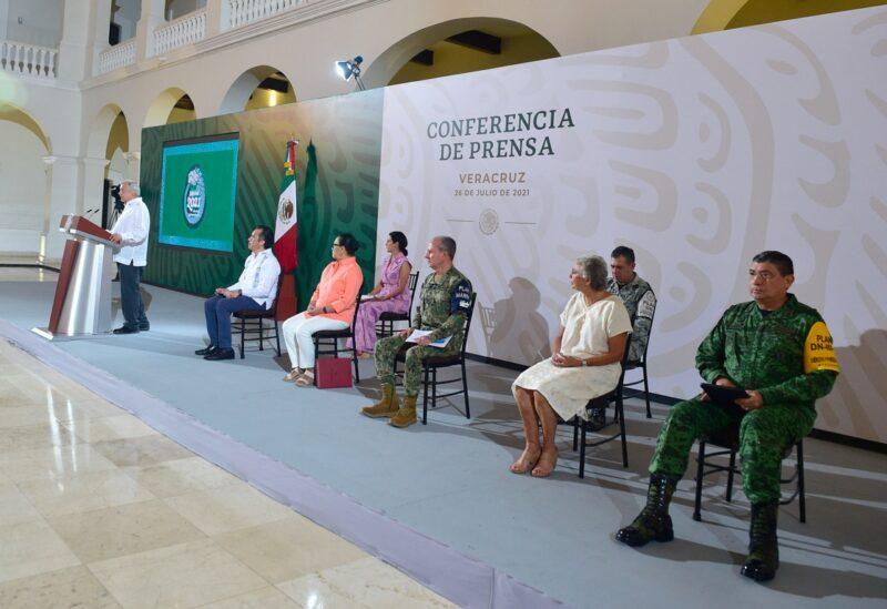 Ningún cierre en el país por tercera ola de Covid, ratifica AMLO.En Oaxaca, Guerrero, Chiapas, Puebla y Veracruz, vacunación universal a partir de hoy