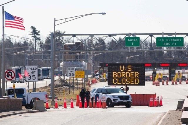 Continuarán cerradas las fronteras terrestres de EU con Canadá y México
