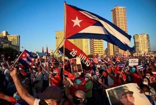 Gobierno de Biden inicia titubeante cambio en su política hacia Cuba