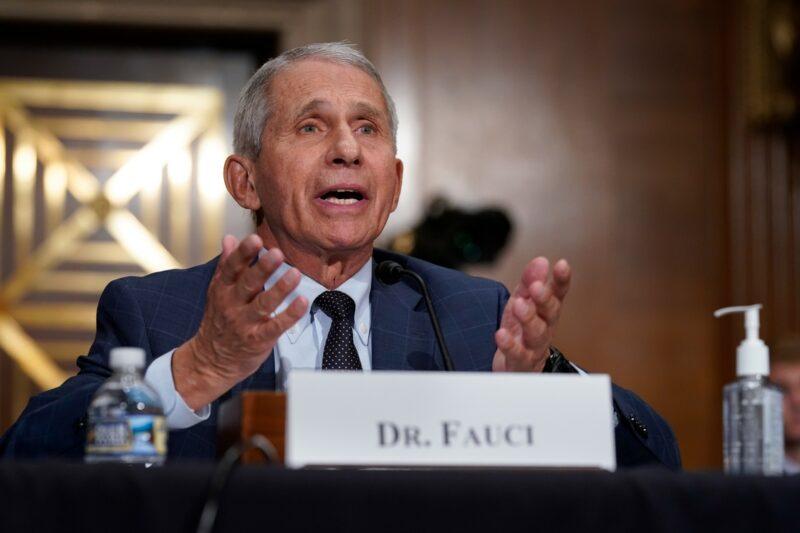 """EU, """"en la dirección equivocada"""" frente al Covid, advierte el doctor Anthony Fauci"""