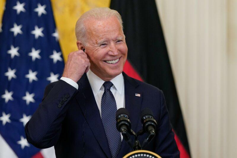 """Biden anuncia más sanciones contra el """"régimen comunista fallido"""" de Cuba"""