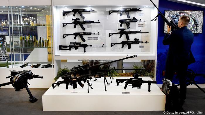 EU decide vincular las exportaciones de armas con los derechos humanos