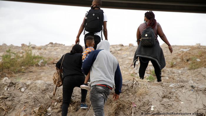 EU acelera expulsión de migrantes a México, denuncia ACNUR