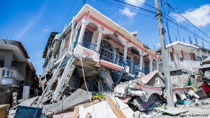 Terremoto deja dolor y casi 1.300 muertos en Haiti, Hospitales, desbordados