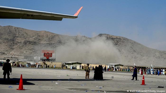 Fuerzas de EU y Talibanes se enfrentan el el aeropuerto de Kabul: al menos 4 muertos
