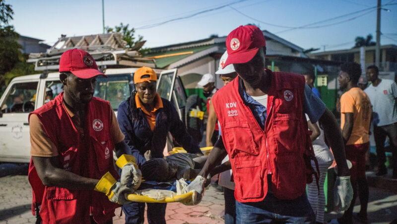 Video: Asciende a 724 el número de muertos y 2.800 los heridos por el terremoto en Haití