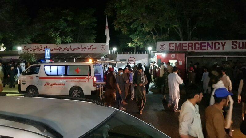 Videos: Más de 40 muertos y un centenar de heridos en el aeropuerto de Kabul por ataque suicida del Estado Islámico