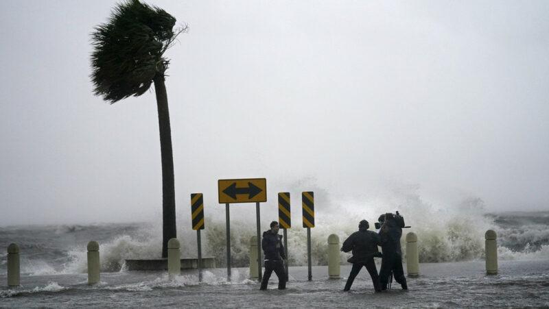 Video: El huracán Ida, uno de los más poderosos que haya azotado EU toca tierra en Luisiana con vientos de más de 240 kilómetros por hora
