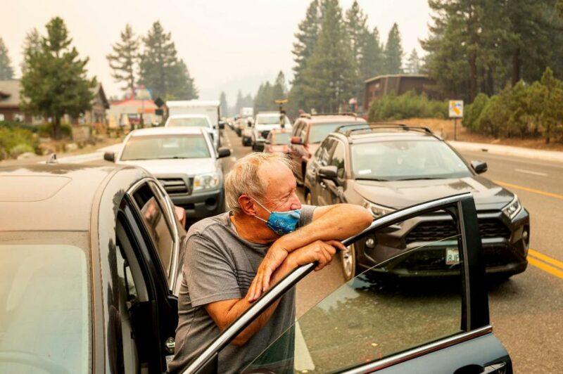 Los fuertes vientos y la baja humedad amenazan con avivar las llamas del incendio Caldor en California