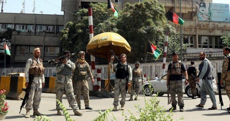 El Presidente de Afganistán sale al extranjero. EU moviliza personal al aeropuerto