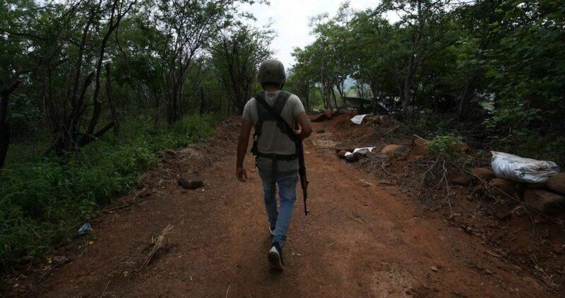 """Coalcomán, Michoacán, fue tomado hoy por el Cartel Jalisco Nueva Generación. Sus habitantes piden ayuda a la ONU para """"salir vivos"""" de la """"sanguinaria ofensiva"""""""