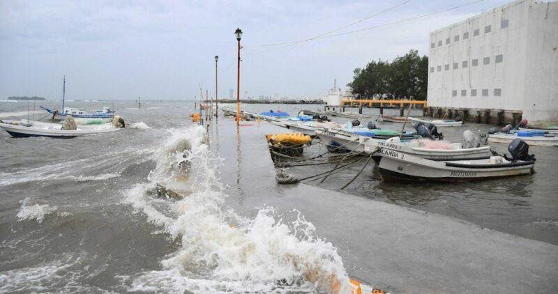 """Videos: El huracán """"Grace"""" recorre el centro del país como categoría uno y provoca tormentas"""