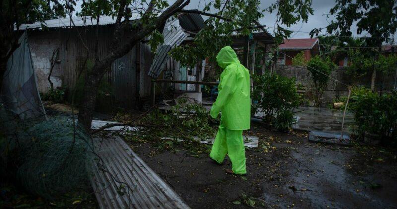 """Videos: """"Grace"""" no se rinde: sus remanentes podrían generar ciclón en Jalisco, alerta el SMN"""