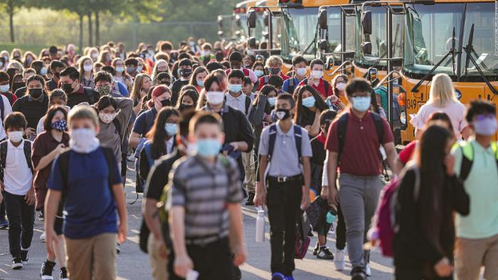 Clases sin interrupción en distritos escolares que abrieron escuelas antes que LA debido al uso de mascarillas