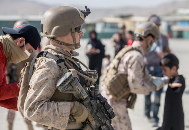 "Video: Talibanes advirten que EU e Inglaterra deben retirarse de Afganistán el 31 de agosto, sino ""habrá consecuencias"""