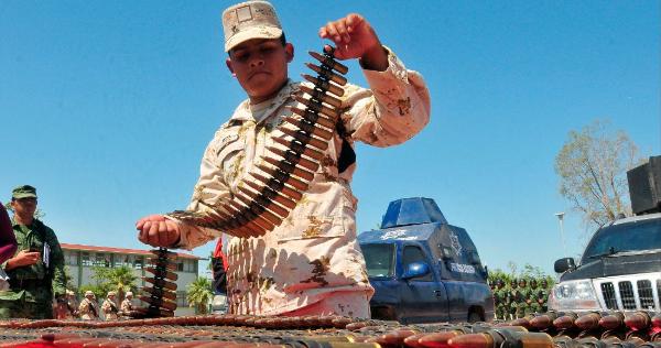 Demanda histórica de México contra armeros en EU. Más de medio millón de artefactos que trafican al año ilegalmente al país producen 17 mil muertes: Relex