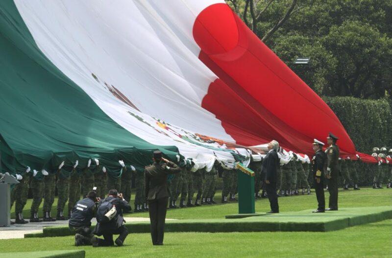 Los militares, el apoyo más importante del gobierno, dice López Obrador