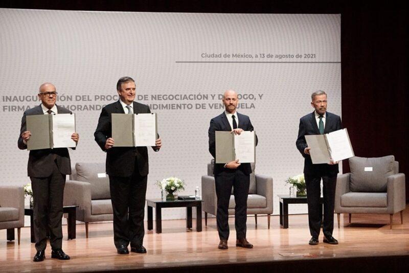 Gobierno y oposición venezolana firman memorando de entendimiento en México